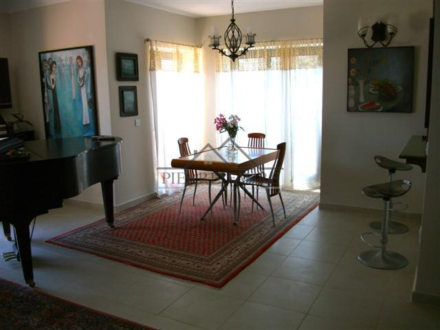 Dining area (Small)