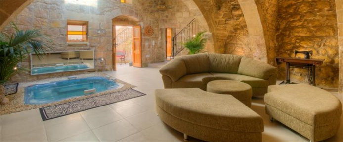 House of character for in zabbar malta pierre faure for Pool design malta